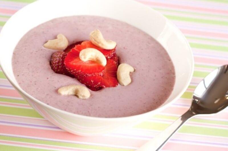 Strawberry smoothie with cashew